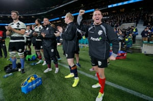 Barbarians captain Andy Ellis (right) and the rest of the players on the bench celebrate the final try of the game.