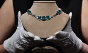 An art deco emerald and diamond necklace owned by Margaret Thatcher that was sold for £158,000 at auction.