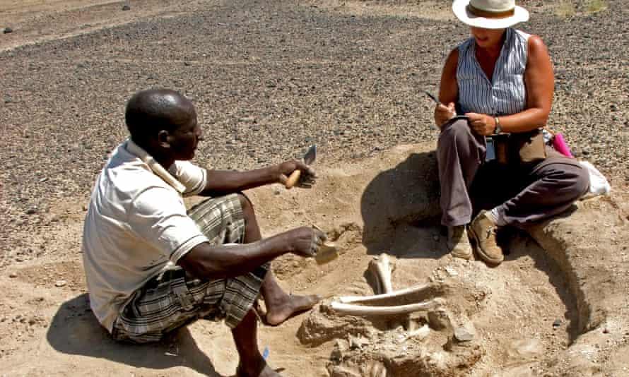 Marta Mirazón Lahr and Justus Edung at the excavation site
