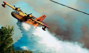 One of seven firefighting planes being used in Lakonia area of Peloponnese has been forced to make an emergency landing.