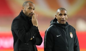 Thierry Henry talks with his assistant coach Franck Passi before the defeat to Guingamp.
