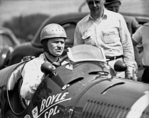 The first driver and car to win two consecutive races was Wilbur Shaw in his Maserati 8CTF