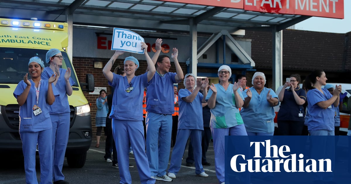 Nurses' union prepares for strike action over 1% pay offer for NHS staff