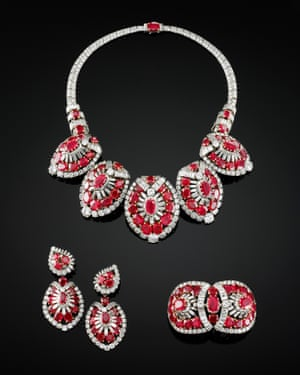 Necklace, bracelet and pair of earrings