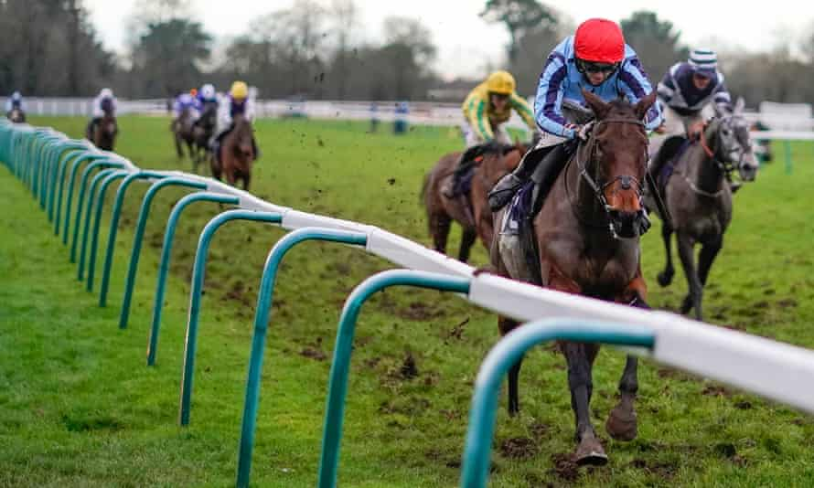 Ben Godfrey guides Swincombe Fleat to victory at Fontwell Park on Thursday.