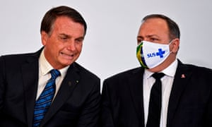 Brazilian president Jair Bolsonaro (left) and health minister Eduardo Pazuello on 14 October.
