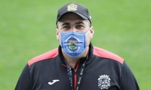 Fuenlabrada coach José Ramón Sandoval in his club mask