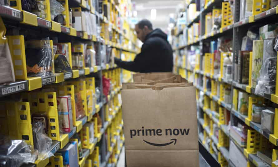 Amazon is the leading contender for a $10bn project to accelerate the Pentagon's move into cloud computing.