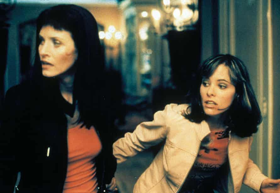Courteney Cox and Parker Posey in Scream 3.