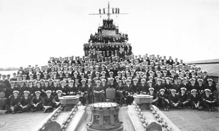 HMAS Perth and crew at Fremantle on 6 August 1941.