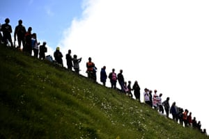 Stag 17: Crowds line a Pyrenean mountainside between Muret and Saint-Lary-Soulan
