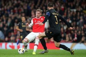 Emile Smith Rowe of Arsenal takes a shot.