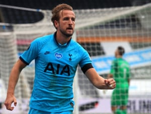 Kane celebrates.