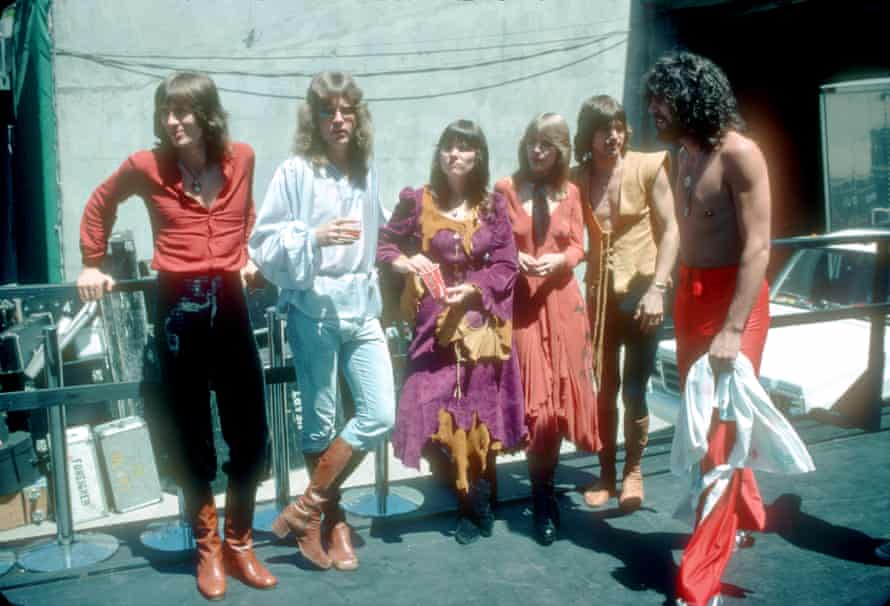 Heart in 1977 ... (from left) Roger Fisher, Howard Leese, Ann Wilson, Nancy Wilson, Steve Fossen and Michael Derosier.