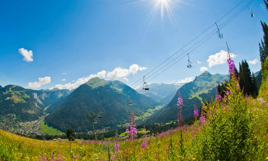 Chair lifts above Morzine