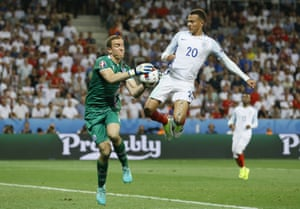 Hannes Halldorsson grabs the ball ahead of Dele Alli.