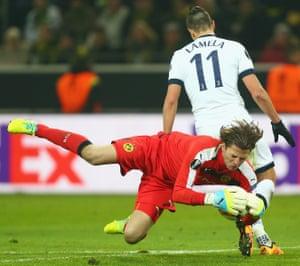 Borussia Dortmund's goalkeeper Roman Weidenfeller beats Erik Lamela to the ball.