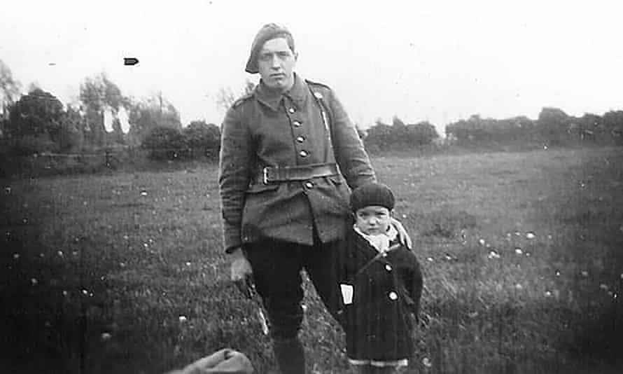 Marcel Pinte, codename Quinquin, with an unidentified resistance fighter.