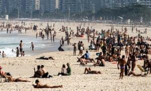 Crowds in Rio de Janeiro beaches despite coronavirus spread.