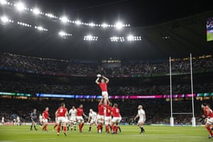 Wales are having the better of the lineouts