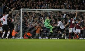 Marouane Fellaini scores the second goal for Manchester United