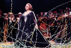 Dame Joan Sutherland after her farewell performance on 2 October 1990