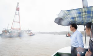 The Chinese premier, Li Keqiang, left, surveys the search and rescue work on the Eastern Star on Wednesday.