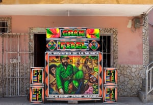 El Gran Fidel, owned by Jaime Alavarez Gomez, built 1968 El Gran Fidel is one of Barraquilla's oldest Picos. It has been going strong for 50 years. Jaime was an original Colombian socialist and is a Fidel Castro fanatic. Favourite record: Shakara by Fela Kuti