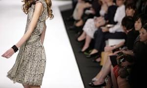 Thin model on catwalk