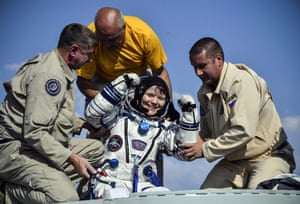 Dzhezkazgan, Kazakhstan Ground personnel help NASA astronaut Anne McClain