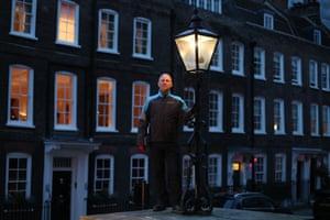 Gas lamp lighter engineer