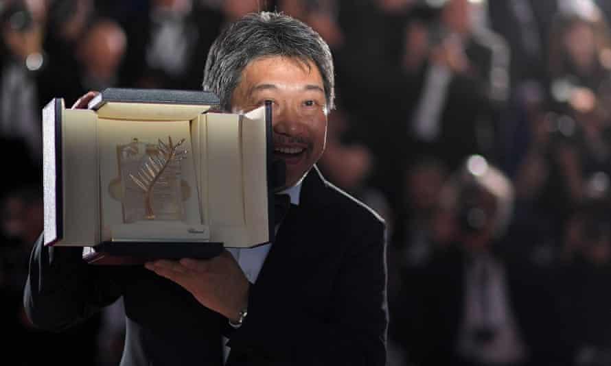 Hirokazu Kore-Eda with his Palme.