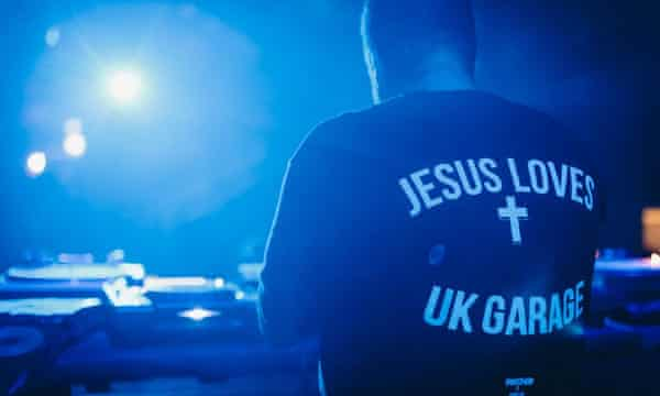 Todd Edwards wearing a T-shirt that says 'Jesus Loves UK Garage' on the back.