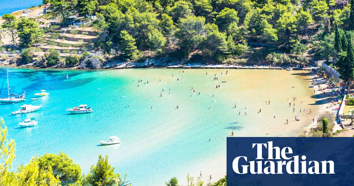 Airline and holiday firms hit out at UK's 'utterly confusing' travel advice