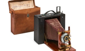A folding Eastman Kodak No 5 cartridge camera and case used by Émile Zola.
