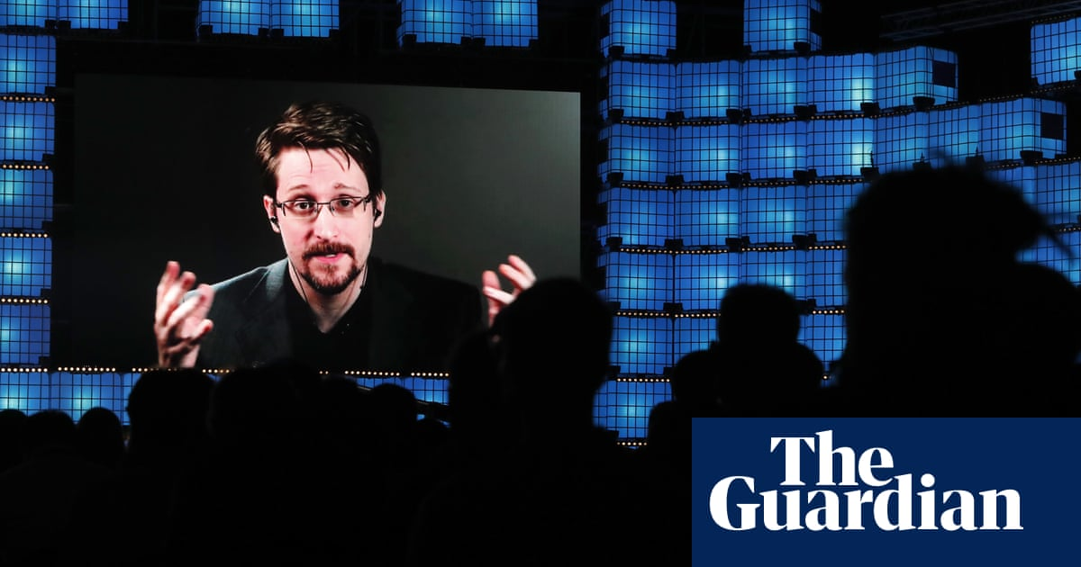 Trump says he will 'take a look' at pardon for Edward Snowden