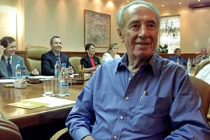 Peres at a large table