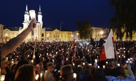Thousands of anti-government demonstrators gathered in front of the supreme court in Warsaw