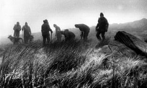 Police digging up parts of Saddleworth Moor in 1986