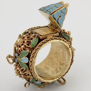 17th-century wedding ring from the Ashmolean Museum