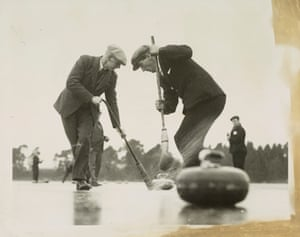 Strathmore curlers defeat the thaw, 1935