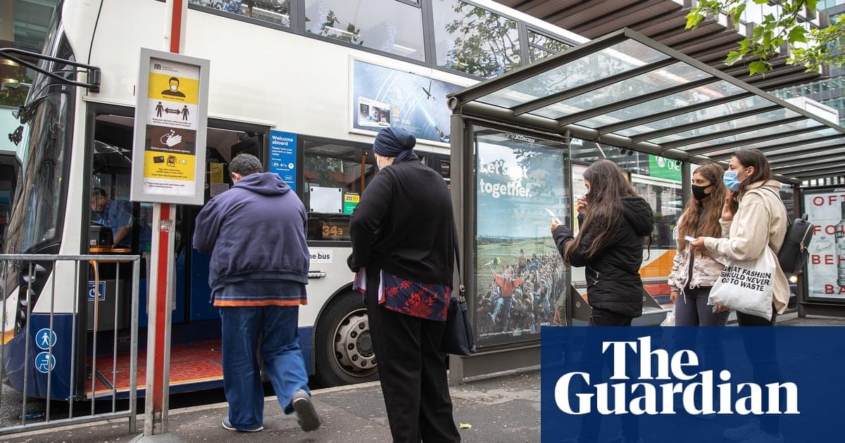 Masks should remain mandatory on public transport, say English mayors