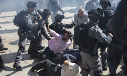 Israeli police clash with Palestinian worshippers at the al-Aqsa mosque compound, referred to by Jews as the Temple Mount