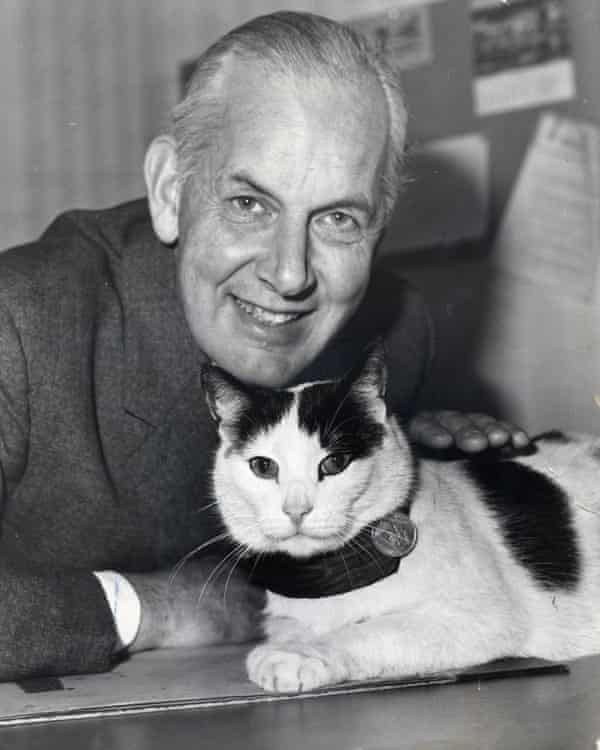 Noble Frankland with 'General' Perky, the resident cat at the Imperial War Museum.