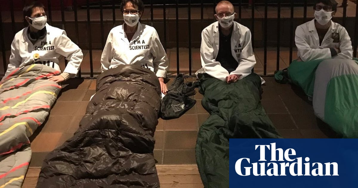 Students protest at Science Museum over sponsorship by Shell