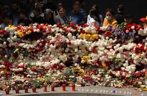 People take part in a ceremony to mark the 106th anniversary of the Armenian genocide.