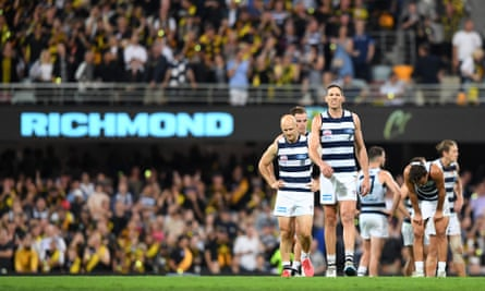 Dejected Geelong players