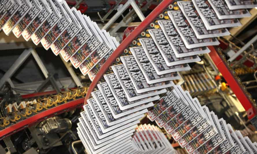 Copies of the Daily Mirror being printed in Watford