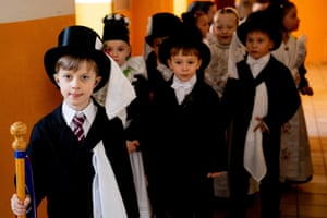 Sorbian children celebrating Ptaci Kwas