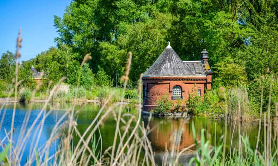 old waterside building Kaltehofe